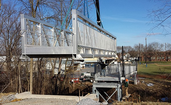 Setting the west side of the bicycle/pedestrian bridge (December 2014)
