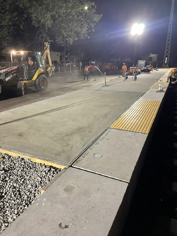 Night work on the eastbound low-level platform (July 2021)