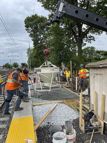 Placing concrete for westbound platform (May 2020)