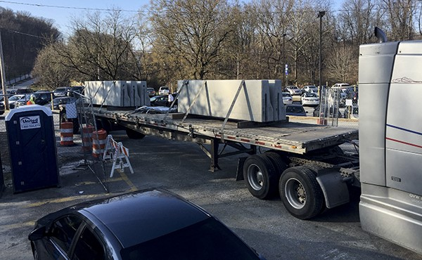 Delivery of concrete barriers (December 2018)