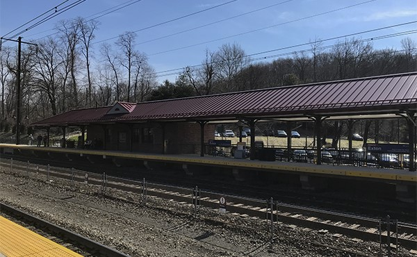 View of station building and canopy from westbound platform (March 2020)