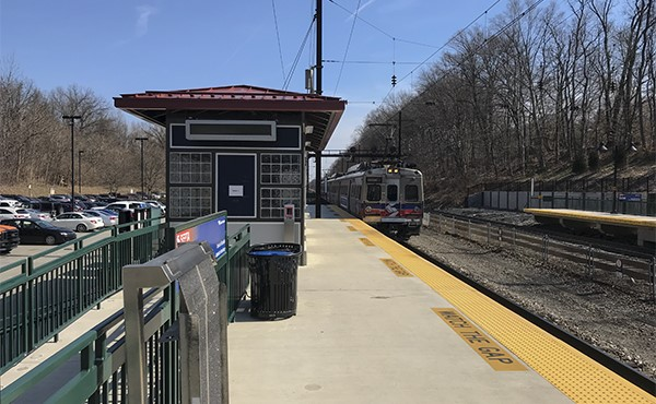 East end of westbound platform looking east (March 2020)