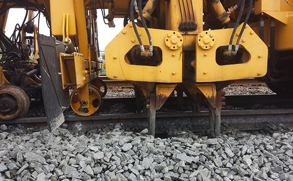 Tamper tines vibrate and pack ballast under lifted railroad ties (June 2019)