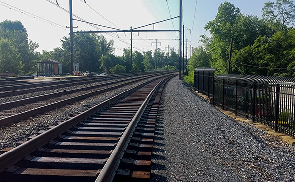 Looking east at new track near existing platform (May 2019)
