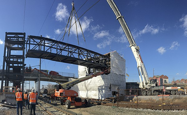 Setting structural steel for pedestrian bridge (January 2021)