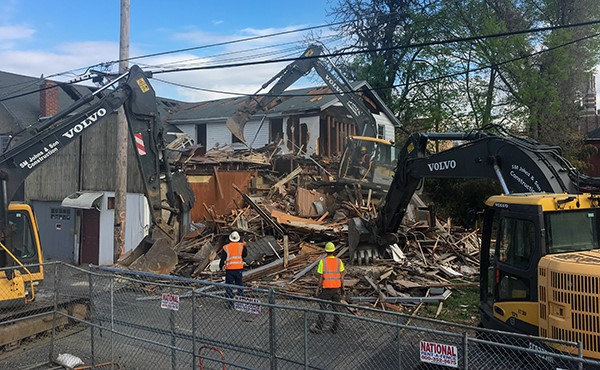 Demolishing R&R Automotive on East Henry Street (April 2019)
