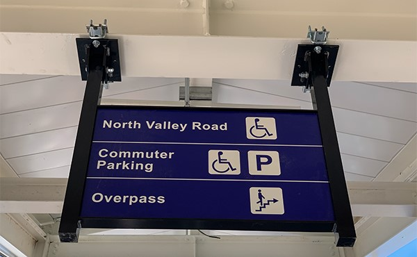 Signage installed at center platform (July 2019)